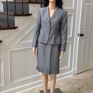 NWOT! Tahari Business suit sz 6p